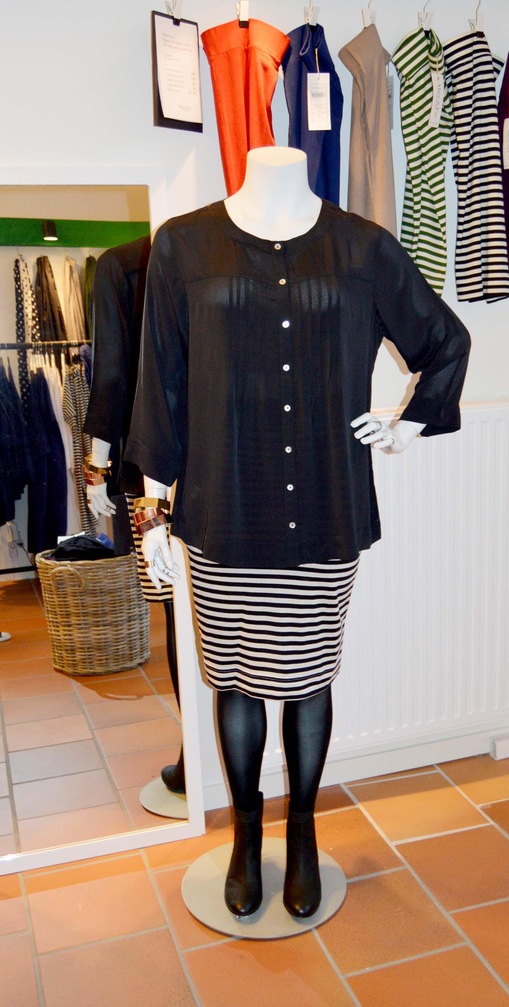 Ella blus och Paris kjol är perfekta till nyårsfesten! NU 476:- resp. 279:-