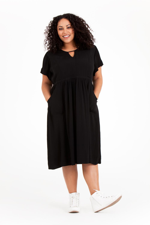 """Noor klänning. Den """"lilla svarta"""". Pris 799:-"""