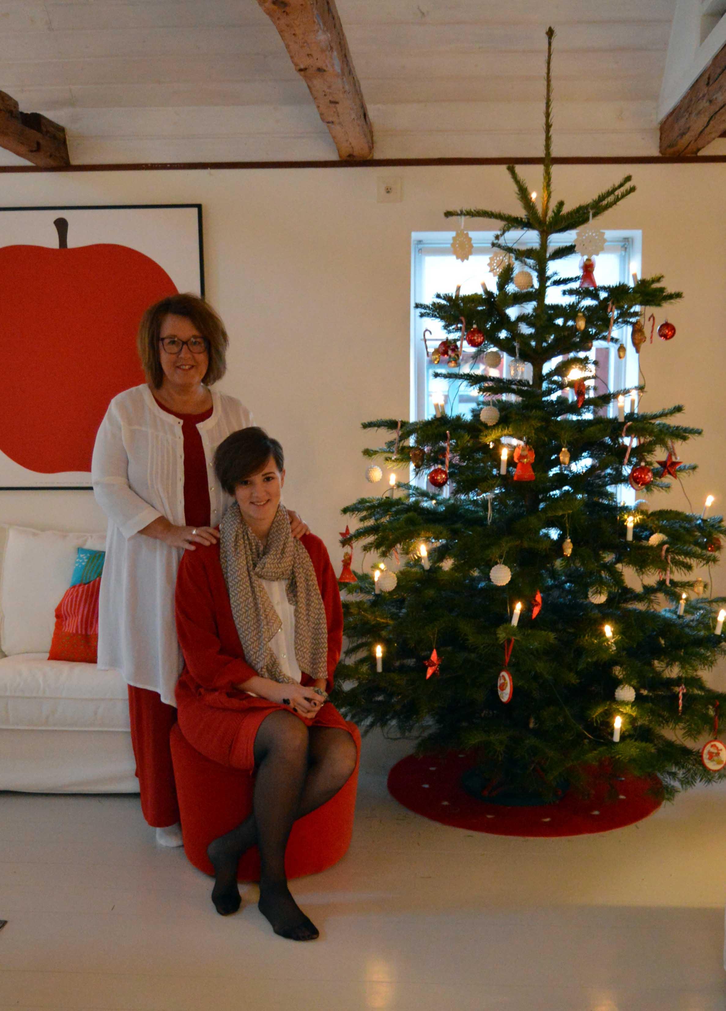 Granen och vi är klädda och redo för julafton. God jul!