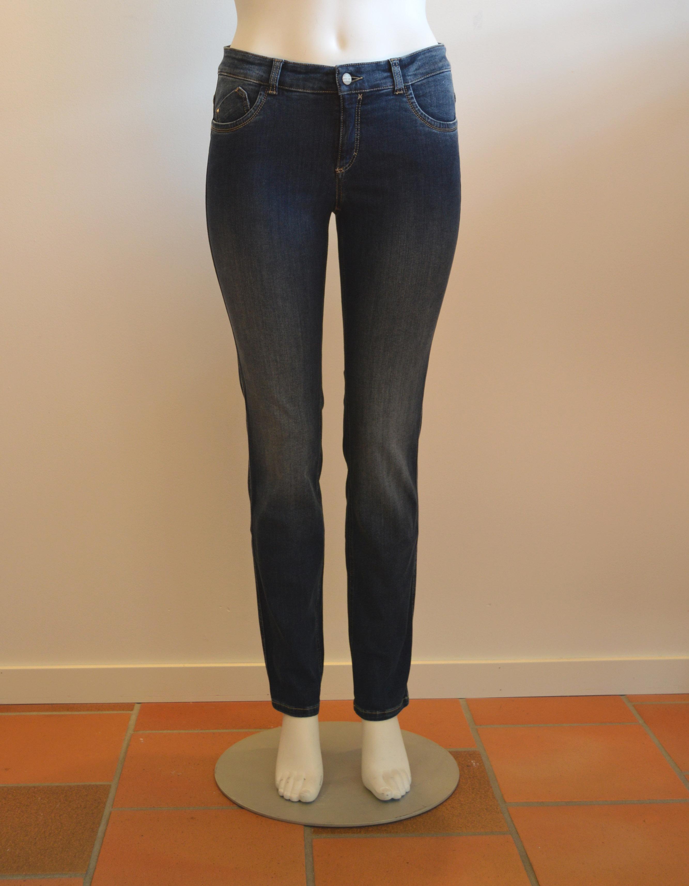Tvättade blå Power jeans är snyggt och fräscht till vår och sommar. Pris 899:-